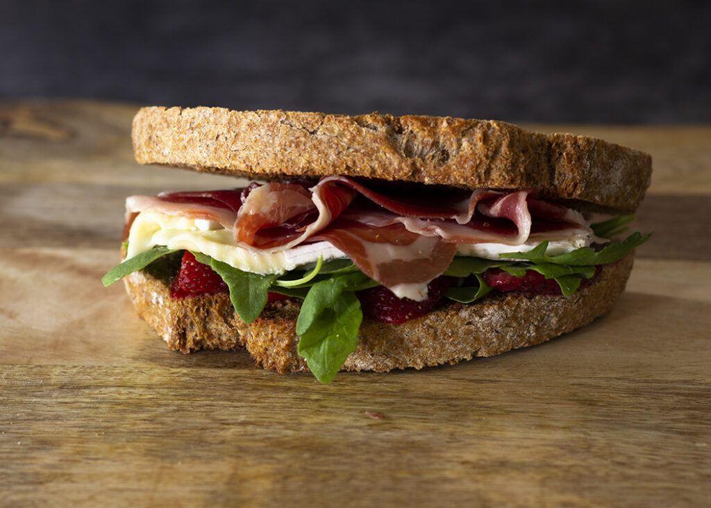 Sandwich Jamón Serrano y Brie